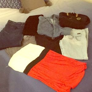 Cute clothing bundle ! 8 Items for less !